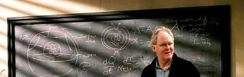 El genial John Lithgow, encarnando a Dick Solomon y sus clases avanzadas de física.